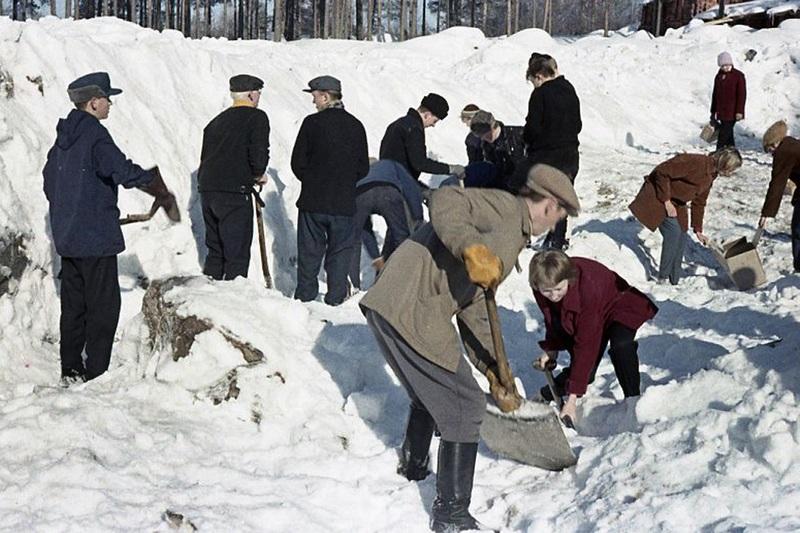 Talkoot Keuruun yhteiskoulun tontilla maaliskuussa 1960.jpg