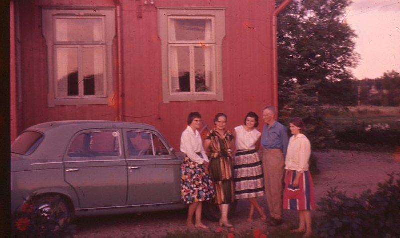 Ampialan perhe Iso-Huttulassa.jpg