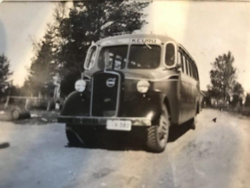 Liikenne Mäkelän ensimmäinen linja-auto.jpg