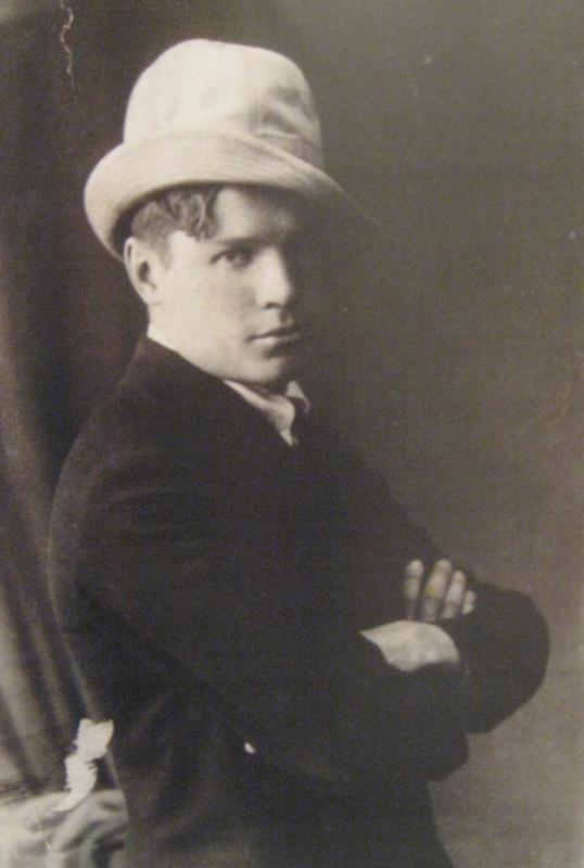 Einari Vuorelan toinen runoteos Keväthartaus ilmestyi 1921. Kuvan on arveltu otetun niihin aikoihin. Kuva: Einari Vuorelan seuran arkisto.