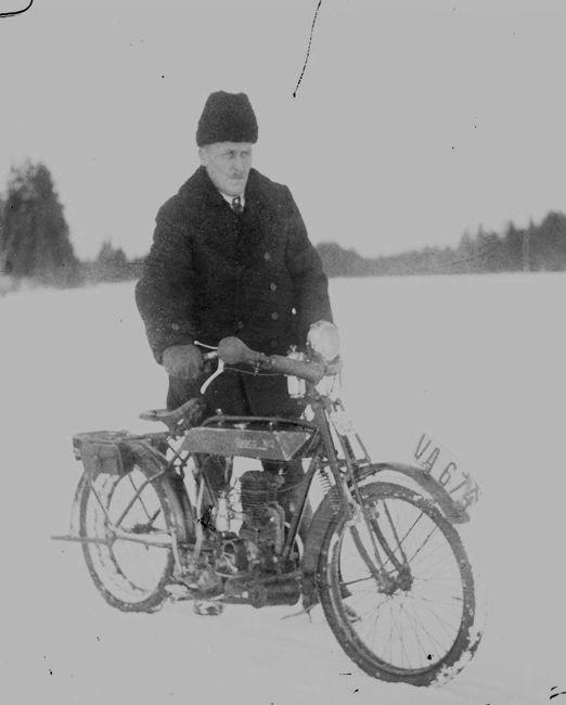 Eenok Lahti ja Radco 2 moottoripyörä.jpg