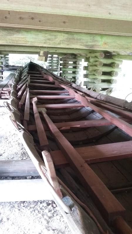 11-hankainen kirkkovene Liukon Liukas talaassaan.