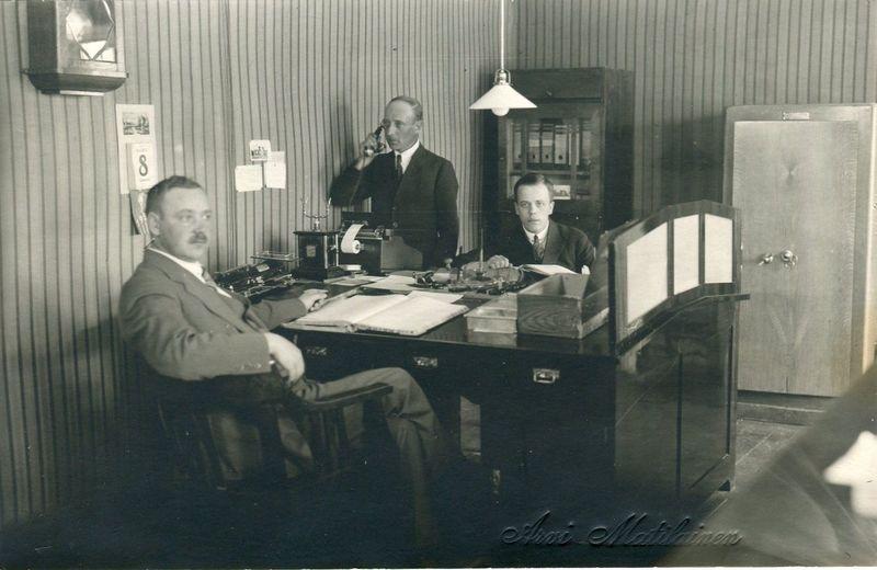 1930-luku.Keuruun Säästöpankin työntekijät Frans Kotiranta,F.V. Tuomisto ja A. Lamminheimo.jpg