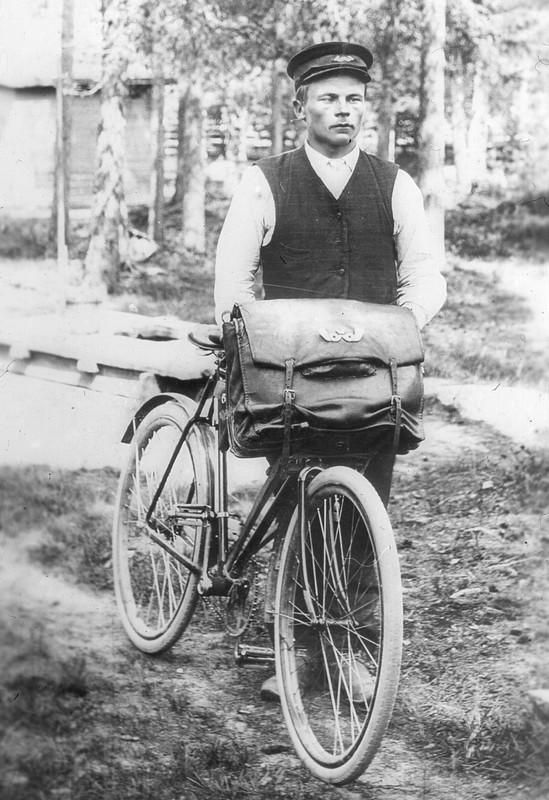 Posteljooni Kalle Välkky Liesjärven Paalasesta n. 1910.jpg