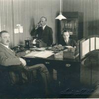 Keuruun Säästöpankin henkilökuntaa 1930-luvun alussa