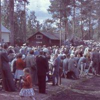 Yleisöä Keuruun vanhalla urheilukentällä.jpg