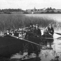 Nuorisoa vene- ja pyöräretkellä.jpg